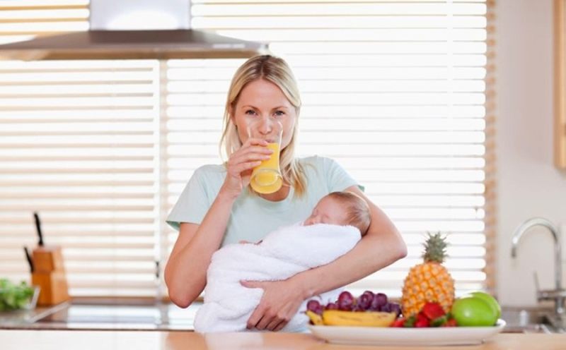Мать, не желающая исключать из рациона питания сладкое лакомство, должна быть уверена в его качестве