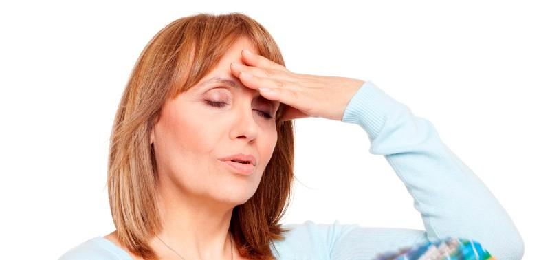 Менопауза часто сопровождается нестабильностью эмоционального фона, что достаточно тяжело переносится как самой женщиной